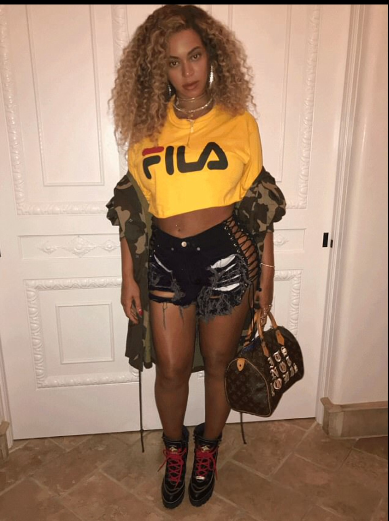 Beyonce flaunts Post Baby Body in Tiny Shorts and a Crop ...